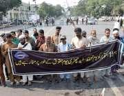 لاہور: نابینا افراد مال روڈ پر اپنے مطالبات کے ق میں احتجاج کررہے ہیں۔