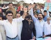 لاہور: ہال روڈ کے تاجر اپنے مطالبات کے حق میں احتجاج کر رہے ہیں۔