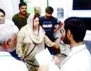 لاہور:صوبائی وزیر صحت ڈاکٹر یاسمین راشد ڈی ایچ کیو ہسپتال سیالکوٹ کے ..