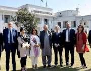 لاہور: گورنر پنجاب چودہدری محمد سرور کے ہمراہ کامن ویلتھ پارلیمنٹرین ..