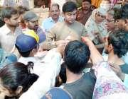 لاہور: لاہور: اسٹنٹ کمشنر رائے ونڈ عدنان بدر وحدت کالونی رمضان بازار ..