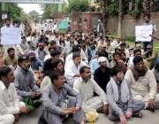 راولپنڈی: محکمہ البراق کے ملازمین تنخواہ نہ ملنے پر پریس کلب کے باہراحتجاجی ..