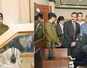 لاہور: وزیر اعلیٰ پنجاب عثمان بزدار سنٹرل پولیس آفس لاہور میں آئی پی ..