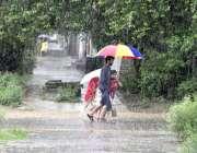 اسلام آباد: وفاقی دارالحکومت میں ہونیوالی موسلا دھار بارش کا منظر۔