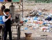 راولپنڈی: حفظان صحت کے اصولوں کی پروا کئے بغیر بکرا منڈی کے قریب ایک ..