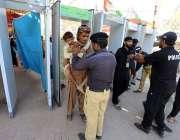 بھٹشاہ: سیکیورٹی اہلکار 276 ویں عرس کی تقریبات کے موقع پر حضرت شاہ عبد ..