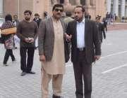 لاہور: مسلم لیگ (ن) کے رہنما خواجہ عمران نذیر اور طارق گل پنجاب اسمبلی ..
