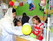 سرگودھا: تھیلیسمیا کے عالمی دن کے موقع پر مریض بچوں کو پلاسٹک بیلون ..