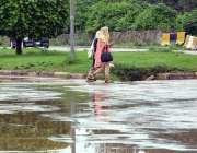 اسلام آباد: وفاقی دارالحکومت میں خواتین خوشگوار موسم سے لطف اندوز ہو ..