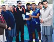 پشاور: سابق صوبائی وزیر کھیل سید عاقل شاہ خیبر پختونخوا اوپن ٹینس چمپئن ..
