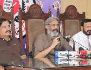 لاہور: پاکستان کیمسٹ ریٹیلرز ایسوسی ایشن کے صدر اسحاق میو دیگر عہدیداران ..