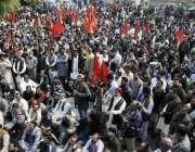 لاہور: واپڈا ہائیڈروڈ الیکٹرک یونین کے زیر اہتمام پریس کلب کے سامنے ..