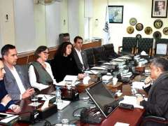 ISLAMABAD: Mohammad Younus Dagha, Secretary Commerce in a meeting with US delegation of Professional Exchanges Global Network, World Learning.