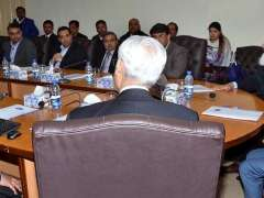 LAHORE: Federal Minister for Information Technology and Telecommunication Dr. Khalid Maqbool Siddiqui chairing a briefing at Virtual University.