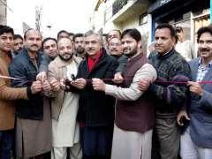 LAHORE: Provincial Minister Mian Aslam Iqbal cutting ribbon to inaugurate carpeting of Fatehgarh Road.