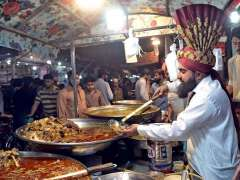 RAWALPINDI: A vendor displaying and selling traditional