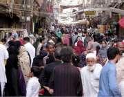 حیدرآباد: کورنا وائرس سے بے خوف خواتین ریشم بازار میں خریداری کر رہی ..