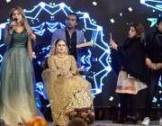 پشاور: کے پی بیوٹیشین فیسٹیول کے دوران  شریک لوگ