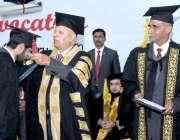 اسلام آباد: گورنر پنجاب چوہدری محمد سرور نے کنونشن سنٹر میں چوتھی کانووکیشن ..