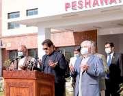پشاور، وزیراعظم عمران خان اے پی ایس شہداء کیلئے دُعا کر رہے ہیں۔