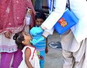 حیدرآباد: شہر میں چار روزہ انسداد پولیو مہم کے دوران بچوں کو پولیو کے ..