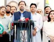 لاہور: صوبائی وزیراطلاعات فیاض محسن چوہان میڈیا سے گفتگو کر رہے ہیں۔