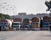 اسلام آباد، وفاقی دارالحکومت جانے والے راستے بند ہونے کے باعث بڑی تعداد ..
