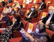 کراچی، آرٹس کونسل میں 13 ویں عالمی اُردو کانفرنس کے موقع پر شرکاء کو ..