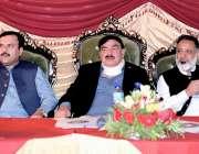 راولپنڈی، وفاقی وزیر ریلوے شیخ رشید احمد چکلالہ میں منعقدہ تقریب میں ..
