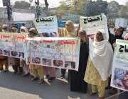 لاہور : صفدرآباد کے رہائشی مقامی پولیس کی جانب سے انصاف نہ ملنے پراحتجاج ..