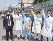 لاہور : غازی آباد کے رہائشی اپنے مطالبات کے حق میں احتجاج کررہے ہیں۔