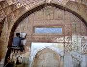 لاہور: سرکاری ملازمین بیگم شاہی مسجد کی تزئین و آرائش کے کام میں مصروف ..