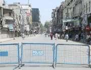 لاہور : پولیس نے تاجروں کی جانب سے دکانیں کھولنے کے خدشات کے پیش نظر ..