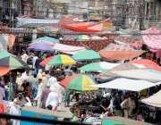 راولپنڈی: لاک ڈاون میں نرمی  کے باعث خریداری کیلئے آنے والے شہریوں کا ..