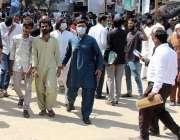 کراچی، مختلف مقدمات میں ملوث ملزمان کو سٹی کورٹ میں پیشی کیلئے لایا ..