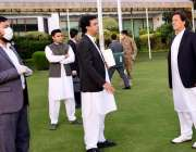 اسلام آباد، وزیراعظم عمران خان کو معاون خصوصی عثمان ڈار کورونا ریلیف ..