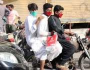 کراچی: لاک ڈوان کے دوران ڈبل سواری پر پابندی کے باجود شہری ایس او پیز ..