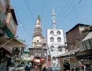 راولپنڈی: چٹیاں ہٹیاں میں ساتھ ساتھ جڑے  مندر اور مسجد کا منظر۔