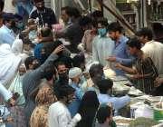 راولپنڈی: شہر میں جزوی طور پر لاک ڈاؤن کے دوران بنی کے علاقے میں روزانہ ..