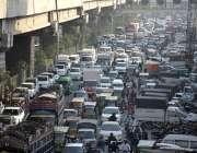 لاہور، فیروزپور روڈ پر ٹریفک جام کا ایک منظر۔