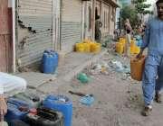 کراچی، لیاری پی ٹی آئی کے حلقے نیازی چوک پر پانی کی سنگین صورتحال کے ..