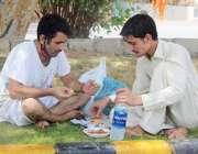 کراچی: سندھ گورنمنٹ کی جانب سے ہوٹلوں میں بٹھا کر کھانا کھانے پر پابندی ..