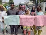 لاہور: حافظ آباد کے رہائشی اپنے مطالبات کے حق میں احتجاج کررہے ہیں
