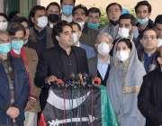 لاہور، پیپلز پارٹی کے چئیرمین بلاول بھٹو زرداری میڈیا سے گفتگو کر رہے ..