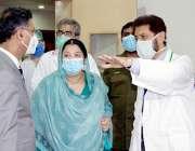 لاہور، صوبائی وزیر صحت یاسمین راشد سمز آڈیٹوریم میں کورونا وائرس کے ..