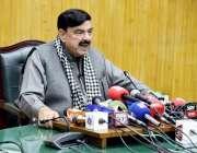 لاہور: وفاقی وزیر ریلوے شیخ رشیداحمد پریس کانفرنس سے خطاب کررہے ہیں۔