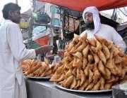 اسلام آباد: رمضان کے مقدس مہینے میں افطارکے لئے کھانے پینے کی چیزیں ..