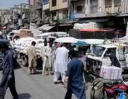 راولپنڈی، کورونا وائرس کی وجہ سے لاک ڈائون کے باوجود گنجمنڈی میں گہماگہمی ..