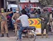 لاہور، کورونا وائرس کے باعث ملک بھر میں لاک ڈائون کے بعد پاک فوج کے ..