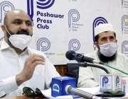 پشاور : ڈاکٹر ارشد خان بنکش پریس کانفرنس سے خطاب کررہے ہیں۔